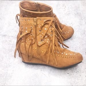 Youth Brown Fringe Moccasins Boots Size 3